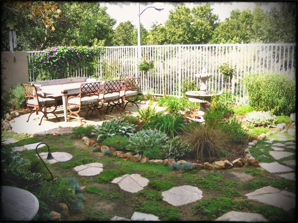 Landscaping Garden Design Ideas for a Small Yard - Ruthie ... on Landscape Design Small Area id=77693
